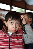 2010 花鹿班同學會聖誕趴之團體遊戲篇(上傳完畢):IMG_1618b.JPG咦...剛剛那個紅衣小男生,是瑪莉歐兄弟嘛~!!??