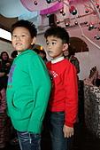 2010 花鹿班同學會聖誕趴之團體遊戲篇(上傳完畢):IMG_1619b.JPG 那綠衣服的...不就是路易思了嘛~!!??