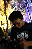 生日..火舞..開箱大亂鬥:樂活-04.JPG 相機掉地上..趕快撿起來檢查一下 (唉..是該換5D2了...心情沉重ing)