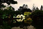 中正紀念堂 夜隨拍 (1024大圖觀賞):IMG_8577.JPG 月黑風高,樹影搖曳造成少許殘影; 但水面倒是滿平靜的