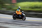 2011-01-17北宜三部曲之追焦篇:追焦27.JPG機車騎士很冷吼