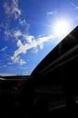 """彩虹雲:彩虹雲-02.JPG 透過車頂天窗望向天空拍攝 真正的"""" 窗外有藍天 """"喔"""