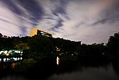 中正紀念堂 夜隨拍 (1024大圖觀賞):IMG_8592.JPG 月亮剛好被遮掩..不然構圖上更漂亮喔