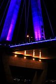 新北橋 中秋夜拍+爆胎之旅(1024大圖盡情欣賞喔):新北橋-21.JPG 望遠一窺名曰:新北大橋
