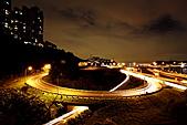 2010-11-19 關渡大橋之夜:IMG_8557.JPG 如果是全幅搭24-105這支旅遊鏡..應該也可以將圓環入鏡了..(心中的勸敗惡魔再次燃起啊..)