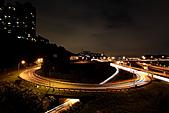 2010-11-19 關渡大橋之夜:IMG_8559.JPG 這時車輛已少..曝車軌光跡稍嫌不足啦 (因為這景點是擺在夜拍最後一攤的關係啦)