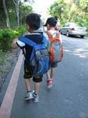2011-07-31帶著2隻皮蛋去騎車:IMG_3633.JPG 早晨跟我一起去爬山...很棒的體力唷