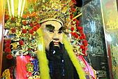 2010-11-30 板橋慈惠宮速拍:IMG_8966.JPG 廟內擺放大型神偶,非遶境遊街期間,皆供在室內玻璃櫥窗內