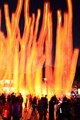 2011-02-06 平溪天燈_菁桐國小篇(天燈冉冉起飛):天燈21.JPG 嘩~這熊熊火焰是什麼呢? 長時曝光下的天燈飛行軌跡啦~!!