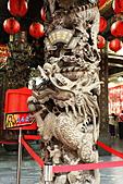 2010-11-30 板橋慈惠宮速拍:IMG_8945.JPG印象中這廟前一對龍柱應有鐵欄杆圍住,避免兒童嬉戲或人為破壞而保護