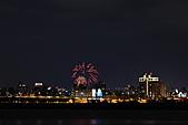 2010-11-23 新北橋倒影拍+三重河濱煙火 (圖多待PO完喔):IMG_8758.JPG偶爾來一下的小煙花
