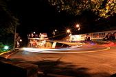 2010-11-12 再訪浪漫細雨中的中和烘爐地(圖已PO完..請慢慢欣賞喔):IMG_8384.JPG左邊綠色星芒,其實是白色路燈照射綠樹形成的喔