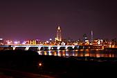 2010-11-23 新北橋倒影拍+三重河濱煙火 (圖多待PO完喔):IMG_8769.JPG拍多了枯燥無味的小迷你煙火..轉頭欣賞這邊美景吧