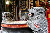 2010-11-30 板橋慈惠宮速拍:IMG_8952.JPG石獅製成香爐...有別一般寺廟新穎的金屬香爐,古樸典雅更勝現代