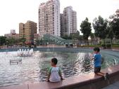 2011-08-05 帶小孩去溜滑梯兼夜拍(新版特區):IMG_3745.JPG