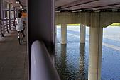 三重幸福水漾公園 + 新北橋 騎車去:0011.JPG一邊橋..一邊溪, 騎起來還有點驚驚的唷
