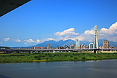 三重幸福水漾公園 + 新北橋 騎車去:0016.JPG 左上角黑色部份是橋的下方