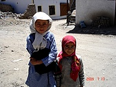 2009Ladakh拉達克:430Two girls-old town-Leh.jpg(25%).jpg