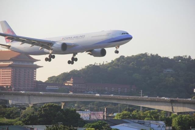 LRG_IMG_5921.JPG - 台北華山展+看飛機