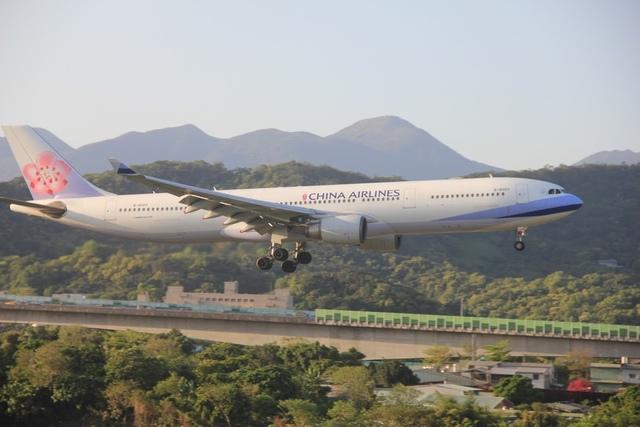 LRG_IMG_5923.JPG - 台北華山展+看飛機