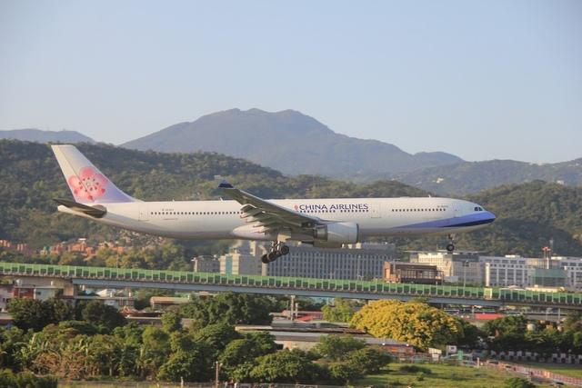 LRG_IMG_5924.JPG - 台北華山展+看飛機