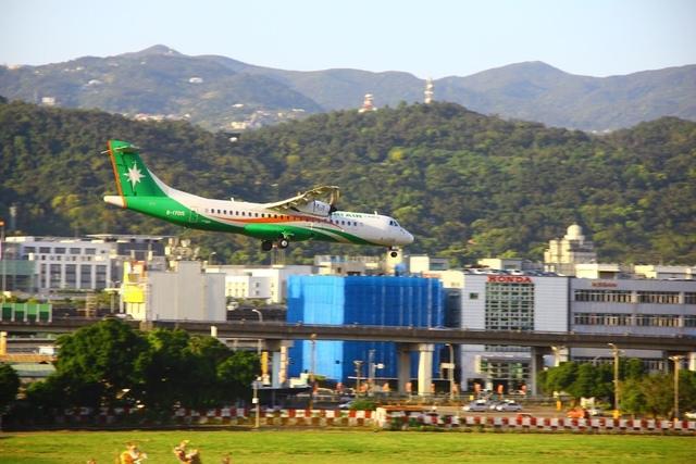 LRG_IMG_5905.JPG - 台北華山展+看飛機