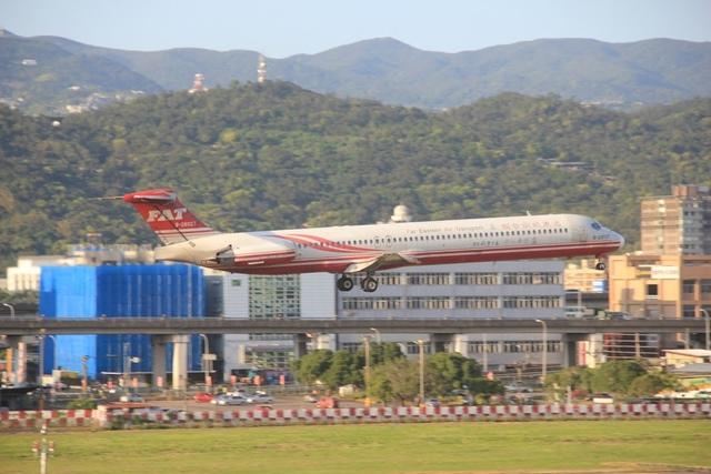 LRG_IMG_5877.JPG - 台北華山展+看飛機
