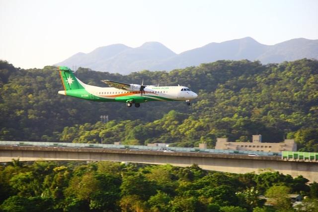 LRG_IMG_5902.JPG - 台北華山展+看飛機
