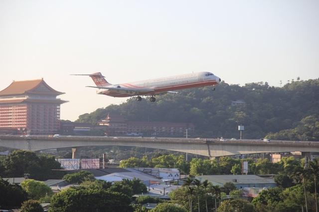 LRG_IMG_5872 (1).JPG - 台北華山展+看飛機