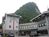 980530 陽朔-荔浦-陽朔:碧蓮江景飯店位於碧蓮峰下,漓江邊,而得名