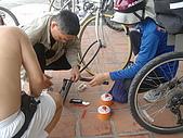 2008.10.25走..出發去墾丁..........:同心協力來幫忙