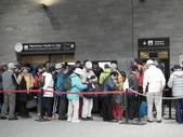 2011.07.20瑞士鐵道十日遊(4):好多人排隊要去白朗峰.JPG